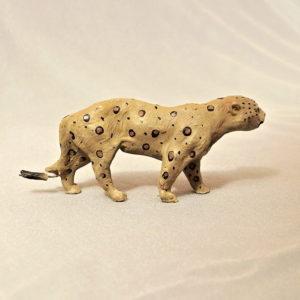 starozitna hracka jaguar figurka