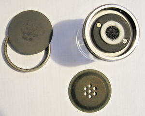 bakelitovy telefon Mikrofona telefonni vlozky pred renovaci
