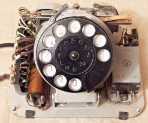 bakelitovy telefon Mikrofona ciselnice jisteni