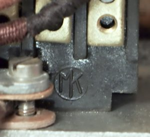 bakelitovy telefon Mikrofona logo na svorkovnici
